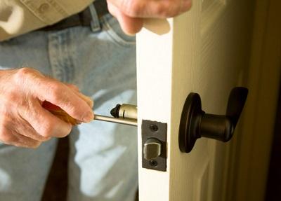 מתי יש צורך להחליף את צירי הדלתות ?